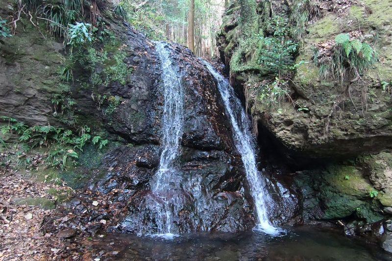 山北つぶらの公園 開運の滝
